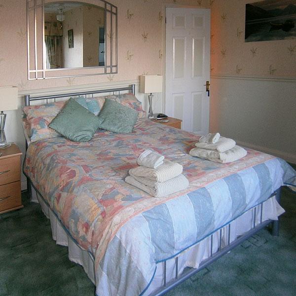 Rooms & Rates Paxcroft Cottage 4 Star B & B in Trowbridge, Wiltshire Bedroom 3