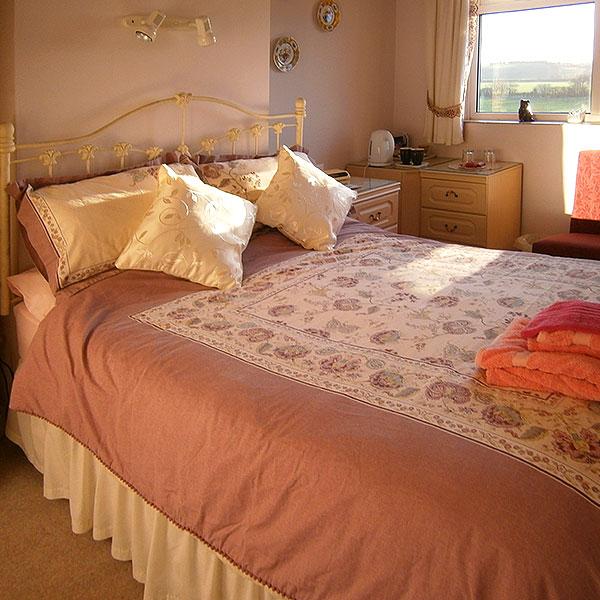 Rooms & Rates Paxcroft Cottage 4 Star B & B in Trowbridge, Wiltshire Bedroom 1